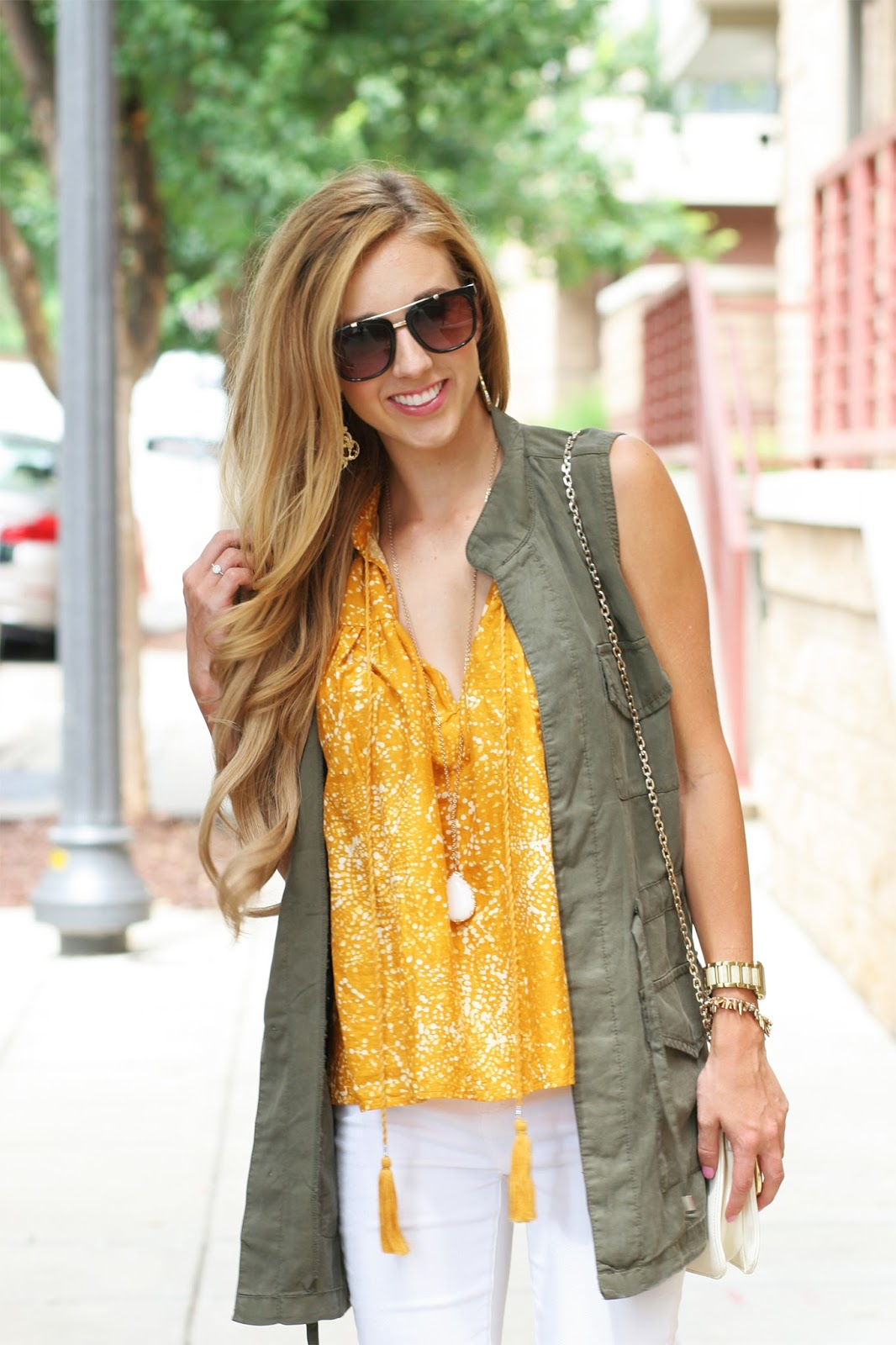 Blogger-headshot-summer-fall-layers-look-with-military-green-vest