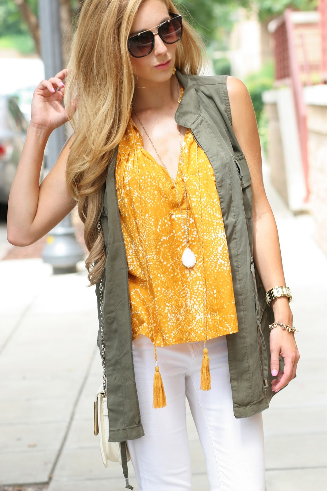Fashion-blogger-brow-gold-bar-sunglasses-military-jacket-layers